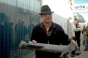 Mann mit Quassam-Rakete